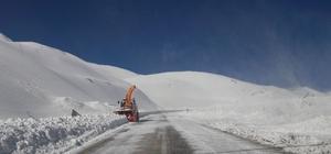 Van-Bahçesaray karayolu ulaşıma açıldı
