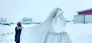 Sınırdaki öğretmenlerden 'Kardan Kadın'