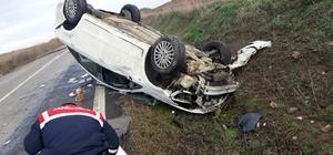 Takla atan otomobilde, 3 kişi yaralandı