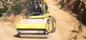 Silifke'de yol yapım çalışmaları sürüyor