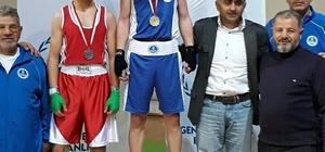 ağıtsporlu boksörler madalyaları topladı