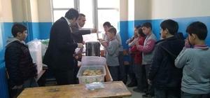Öğretmenlerden öğrencilere çorba ikramı