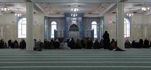 Cuma namazı için camide kadınlara yer tahsisi