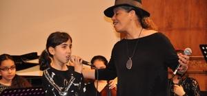 Ünlü caz duayeni sahneyi çocuklarla paylaştı