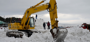 Sarıkamış şehitlerinin kardan heykelleri yapılıyor