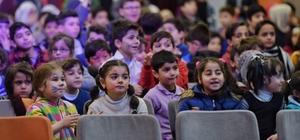 Beyoğlu'nda Suriyeli çocukların yüzü Sosyal Market'le güldü
