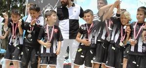Altay, 77. futbol okulunu açtı