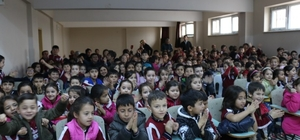 """Uşak'ta çocuklara """"Karagöz ve Hacivat"""" gösterisi düzenlendi"""