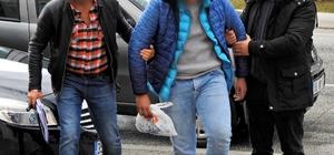 Çeşme'de iki insan kaçakçılığı şüphelisi 31 göçmenle yakalandı