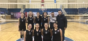 Bilecik Belediyesi Yıldız Kızlar Voleybol Takımı ilk maçında rakibine set vermedi