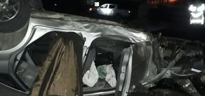 Otomobil refüje çarparak takla attı: 3 yaralı