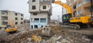 Gaziosmanpaşa'da 50 dairelik 4 binanın yıkımı gerçekleşti