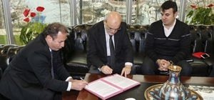 Kanal Riva'da imzalar atıldı