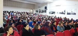 """Burhaniye'de """"Modern Çağda Kadın Algısı"""" konferansı ilgi gördü"""