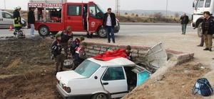 GÜNCELLEME - Konya'da otomobil menfeze çarptı: 3 ölü, 1 yaralı