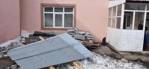 Kars'ta fırtına nedeniyle 22 yapı hasar gördü