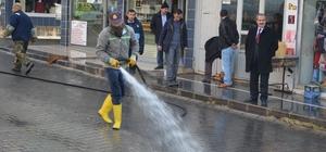 Adilcevaz'da kış ortasında yol yıkama ve temizlik çalışması