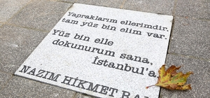 Nazım Hikmet'in şiirleri Kadıköy sokaklarında
