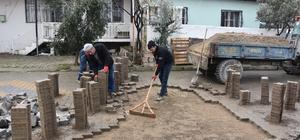 Alaşehir'de olumsuz hava şartlarına rağmen hizmet devam ediyor