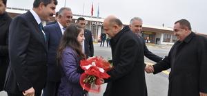 """""""Türkiye geleceğe güvenle bakıyor"""""""
