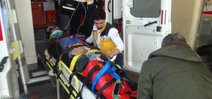 Otomobilin çarptığı motosiklet sürücüsü yaralandı