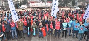 Türk Metal Sendikasına üyesi fabrika çalışanları meydana indi