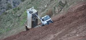 Artvin'de kamyon uçuruma sürüklendi