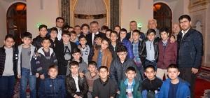 Vali Yazıcı camide gençlerle buluştu
