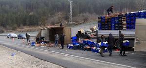 Çankırı'da sebze yüklü kamyon devrildi: 1 yaralı
