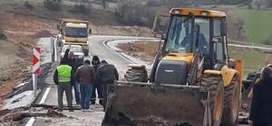 Çavdarhisar'da 3 köy yoluna sıcak asfalt