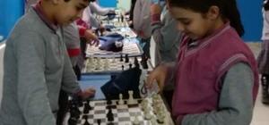 Çavdarhisar Ortaokulu'nda Satranç turnuvası