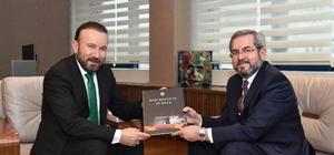 Doğan'a 'Gazi Mecliste O Gece' kitabı hediye edildi