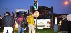 Bursa'da işçi servisiyle tır çarpıştı: 9 yaralı