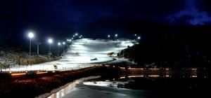 Ergan Dağı kayak merkezinin gece manzarası büyüledi