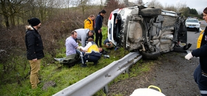 Anadolu Otoyolu'nda otomobil devrildi: 3 yaralı
