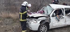 Amasya'da cenazeye gidenleri taşıyan otomobil devrildi: 2 ölü, 3 yaralı