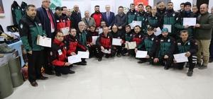 Eğitimlerini tamamlayan İHH Arama Kurtarma ekibine sertifika