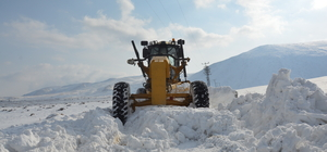 Türkiye'nin en yüksek rakımlı gölünde karla mücadele