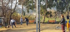Samandağ'da parklara çevre düzenlemesi