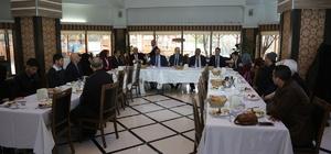 Tuşba Belediyesi, dereceye giren öğrencileri umreye uğurladı