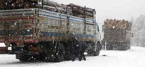 Domaniç'te kar yağışı ve sis ulaşımı zorlaştırıyor
