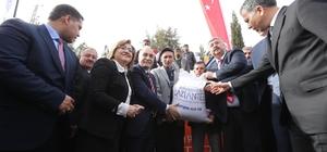 Büyükşehir'den 400 Çiftçiye 200 ton koyun süt yemi