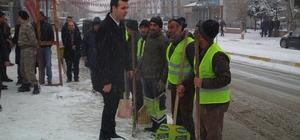 Özalp ilçesinde kar temizleme çalışması