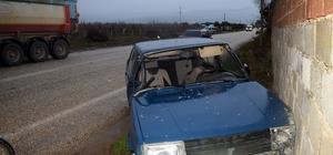 Alaşehir'de otomobil kamyona çarptı: 1 yaralı
