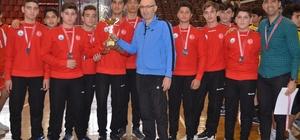 enç erkeklerin şampiyonu İncirliova Spor Lisesi