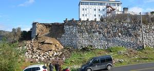 Milas Devlet Hastanesi'nin istinat duvarı, yağışlara dayanamadı
