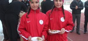 Gençlik Spor İl Müdürü Alp'ten sporculara tatlı ziyafeti