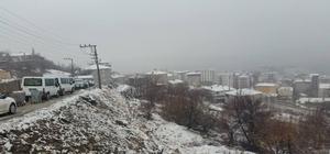 Kulp'a yılın ilk karı yağdı
