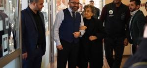 Başkan Üzülmez yaşlı teyzeyi misafir etti