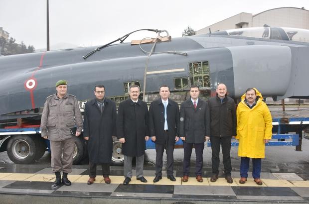 Alınan F-4 savaş uçağı karayolu ile Kızılcahamam'a getirildi